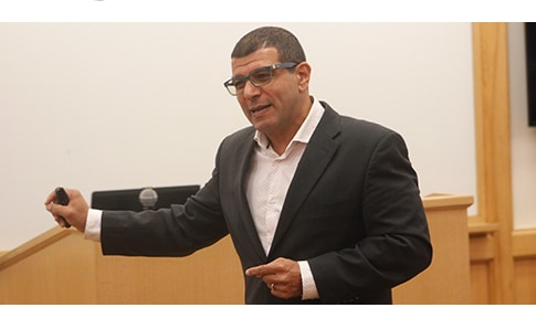 Ilan Alon delivering the keynote presentation at AIB's US-West Chapter Conference